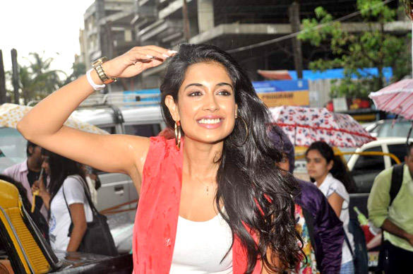 Sarah Jane Dias Smiling Pic at The Promotion Of KSKHH Comedy Movie