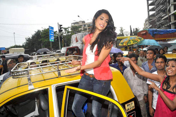 Sarah Jane Dias Spotted To Promote KSKHH In Mumbai