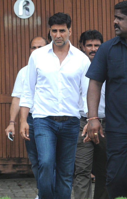 Akshay Kumar At His Father-In-Law's Residence in Mumbai