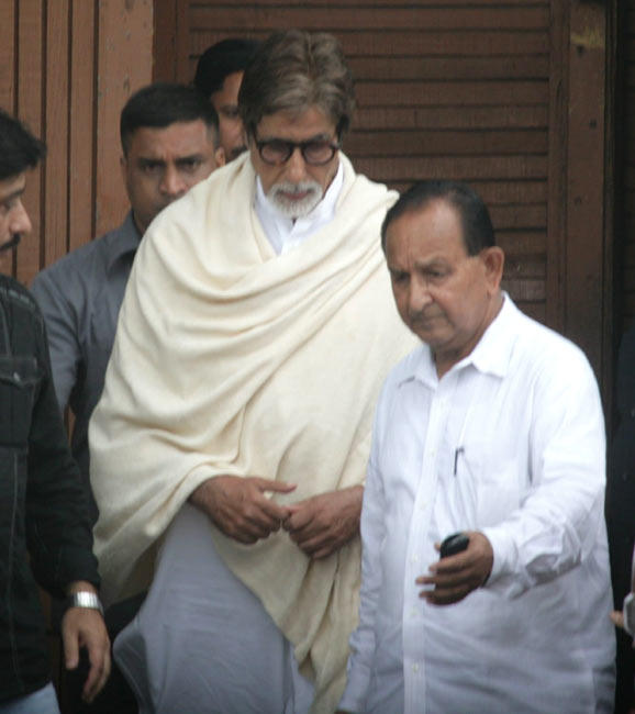 Amitabh Bachchan Leaves After Paying Tribute Rajesh Khanna at Actor's Bandra Residence