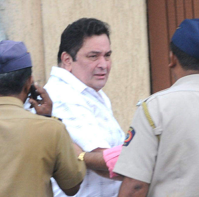 Rishi Kapoor Arrives To Pay Tribute Rajesh Khanna at Bandra Residence