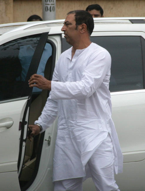 Vindu Dara Singh Arrives To Pay Tribute to Bollywood Superstar Rajesh Khanna