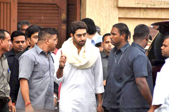 Abhishek Bachchan Leaves After Paying Tribute To Superstar RK