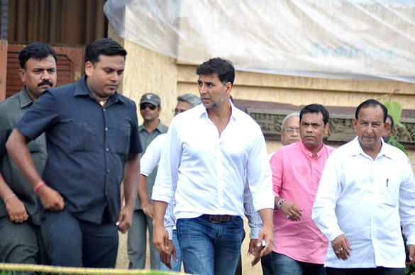 Akshay Kumar at Father In Law Residence