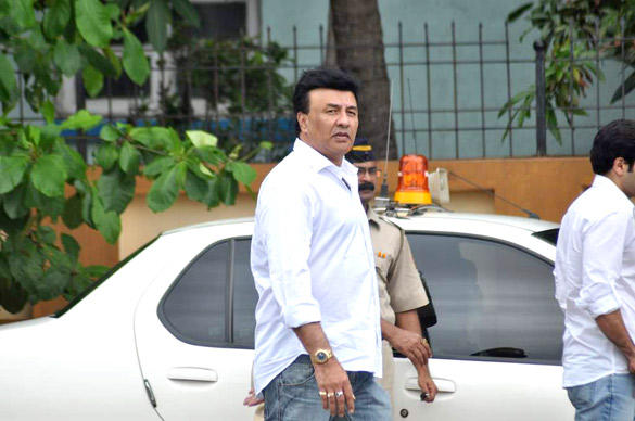 Anu Malik Leaves After Paying Tribute To Superstar RK