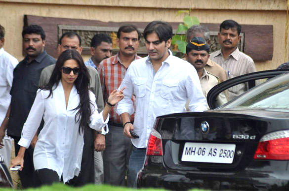 Malaika Arora and Arbaaz Khan Leaves After Paying Tribute To Superstar Kaka