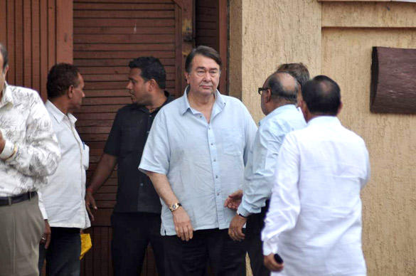 Randhir Kapoor Leaves After Paying Tribute To Superstar RK