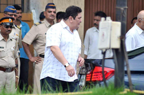 Rishi Kapoor Leaves After Paying Tribute To Superstar RK