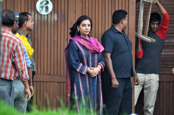 Shabana Azmi Leaves After Paying Tribute To Superstar RK