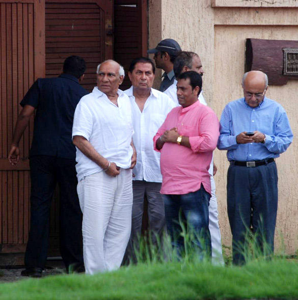 Yash Chopra Leaves After Paying Tribute To Superstar Rajesh