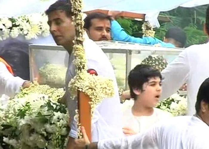 Akshay and Aarav at Kaka's Funeral