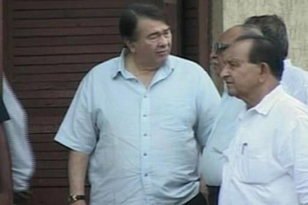 Randhir Kapoor Arrives to Pay Homage to Kaka