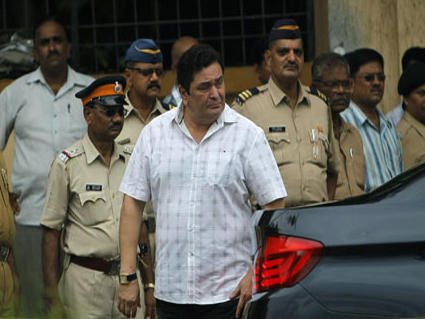 Rishi Kapoor Arrives to Pay Respect to Kaka