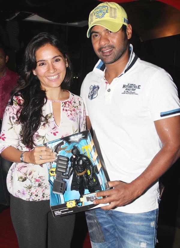Shabbir Ahluwalia with wife Kanchi Kaul at The Dark Knight Rises Screening
