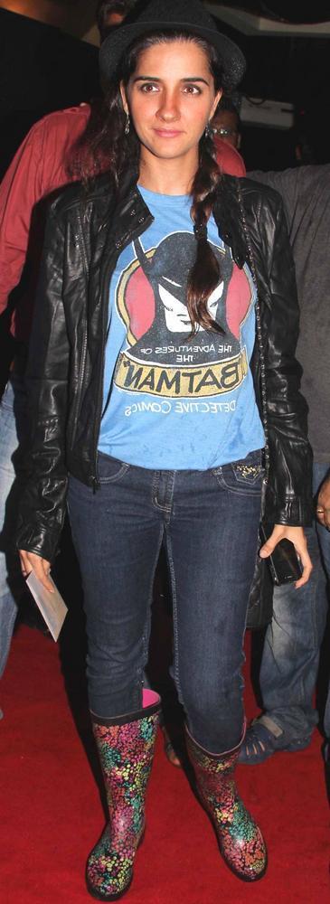 Shruti Seth Spotted at The Dark Knight Rises Screening