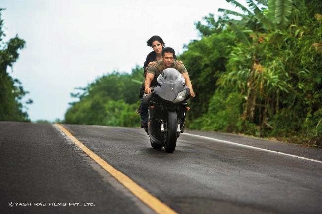 Salman and Katrina Wonderful Still On Bike In Ek Tha Tiger