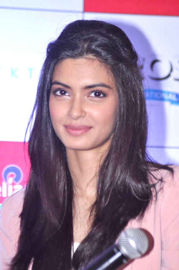 Diana Penty Sweet Look at Cocktail Promotion at Reliance Digital Store
