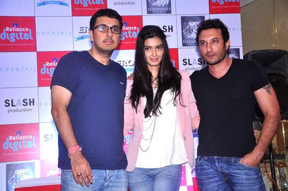 Dinesh Vijan,Adajania and Diana Promote Cocktail at Reliance Digital Store in Mumbai