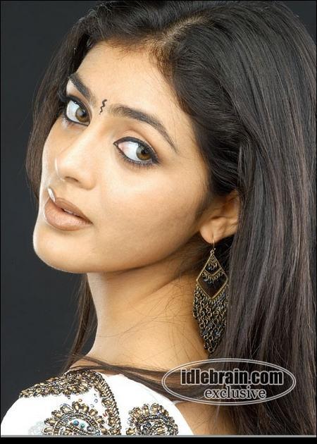 Hot Actress Parvati Melton Sexy Pic