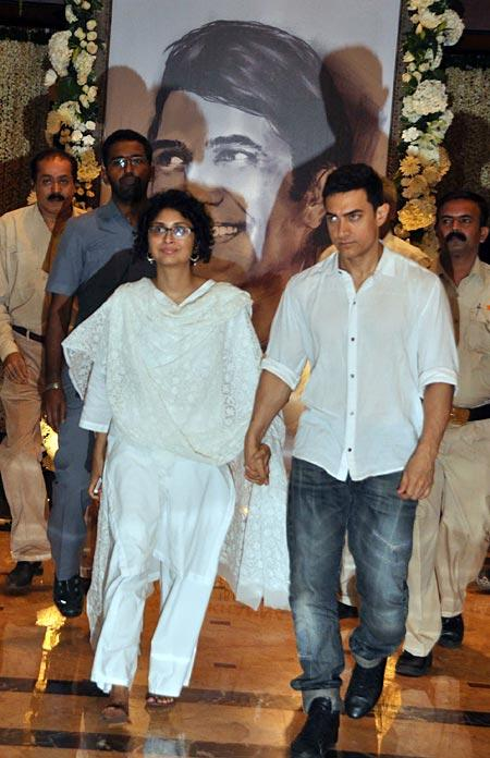 Aamir With Wife Kiran at Rajesh Khanna's Chautha Ceremony