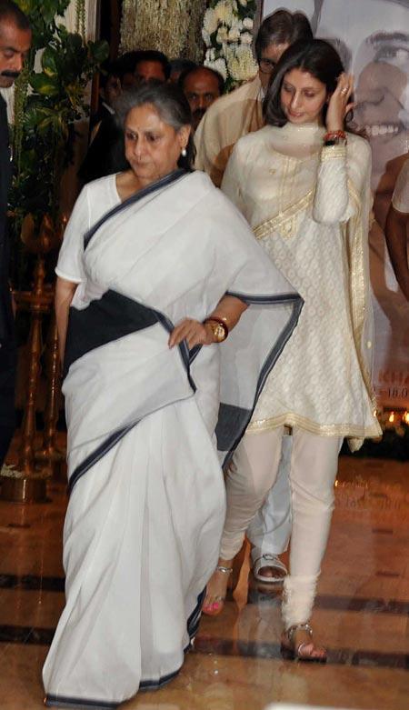 Jaya Bachchan With Family at Rajesh Khanna's Chautha Ceremony