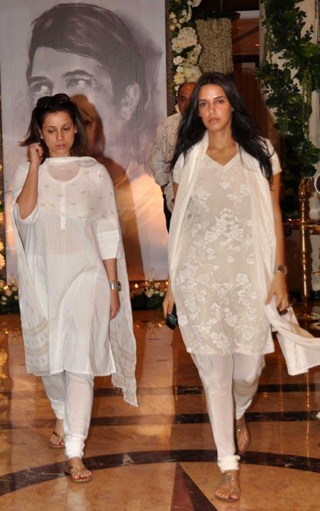 Neha Dhupia Snapped at Super Star Rajesh Khanna's Chautha Ceremony