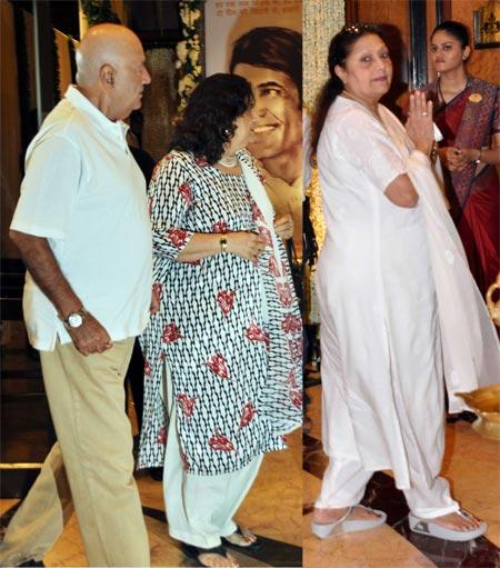 Prem Chopra with Wife and Bindu at Rajesh Khanna's Chautha Ceremony