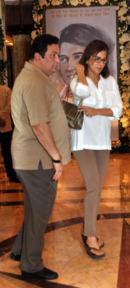 Rishi Kapoor and Neetu Spotted at Rajesh Khanna's Chautha Ceremony