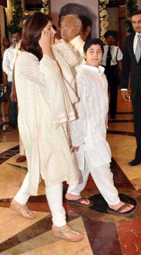Twinkle with son Aarav At Her Father Rajesh Khanna's Chautha Ceremony