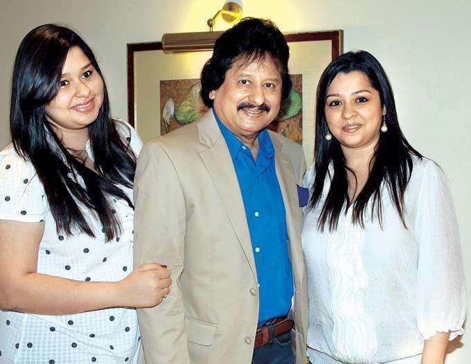 Pankaj Udhas With Daughters Reva and Nayaab At A Ghazal Event