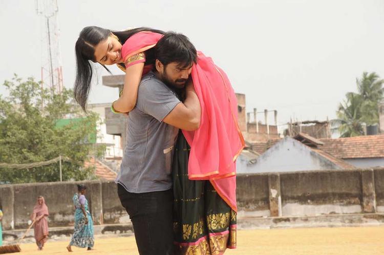 Sabareesh and Sunaina Cute Sexy Still In Pandi Oli Perukki Nilayam