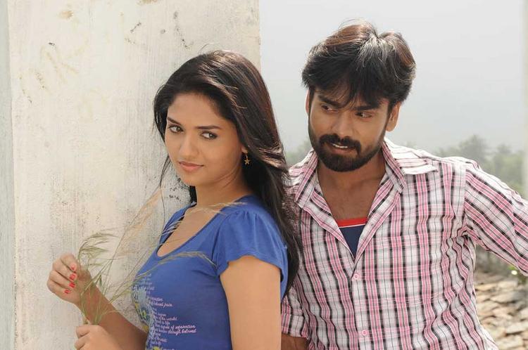 Sabareesh and Sunaina Sexy Romance Still In Pandi Oli Perukki Nilayam