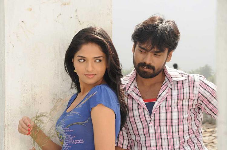 Sabareesh and Sunaina Sexy Romantic Pic In Pandi Oli Perukki Nilayam
