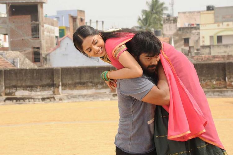 Sabareesh Carrying Sunaina In Pandi Oli Perukki Nilayam Movie