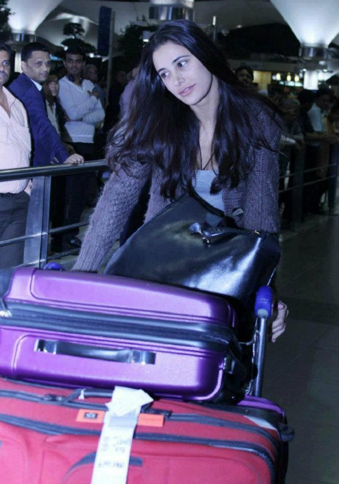 Sexy Nargis Fakhri at Mumbai International Airport
