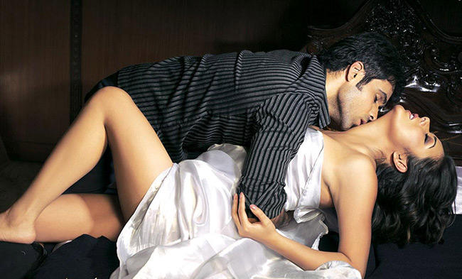 Emraan Hashmi and Udita Goswami Latest Sexy Spicy Still In Zeher
