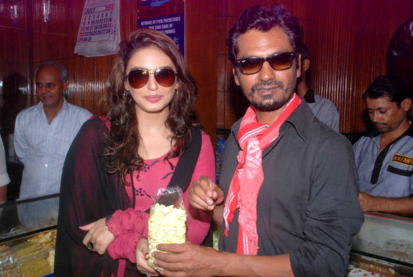 After Launching Gangs of Wasseypur Part 2 Poster Nawazuddin and Huma Watches DDLJ