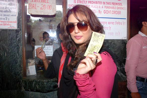 Huma Qureshi Visited Mumbai's Maratha Mandir Theatre To Watch DDLJ
