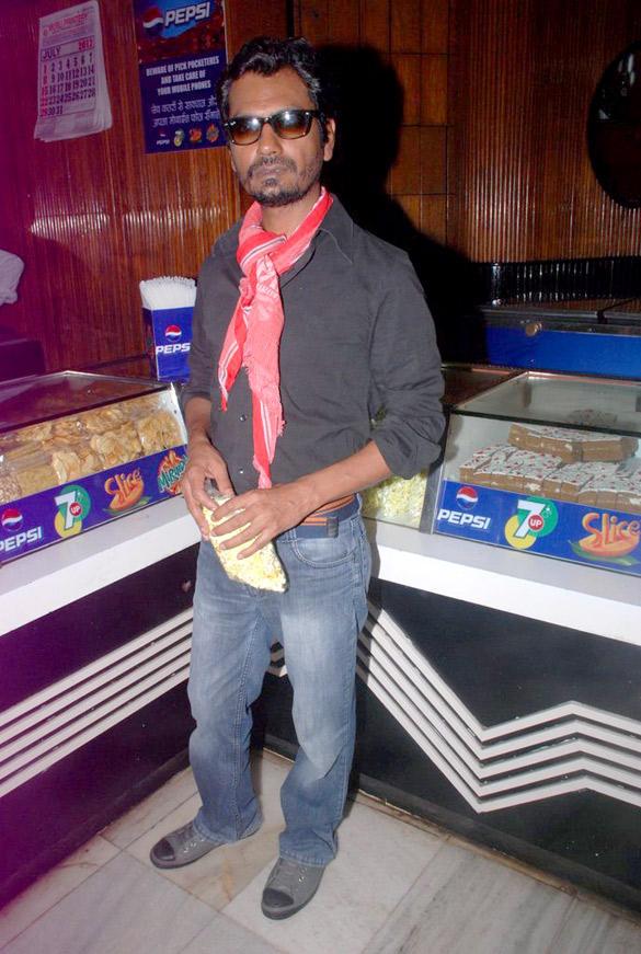 Nawazuddin Visited Mumbai's Maratha Mandir Theatre To Watch DDLJ