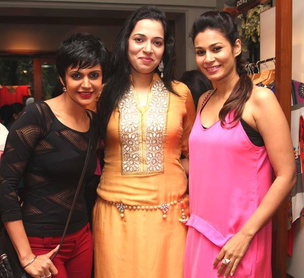 Mandira Bedi,Aminder Maddan and Shaheen Abaas Strikes a Pose at a Fashion Shop