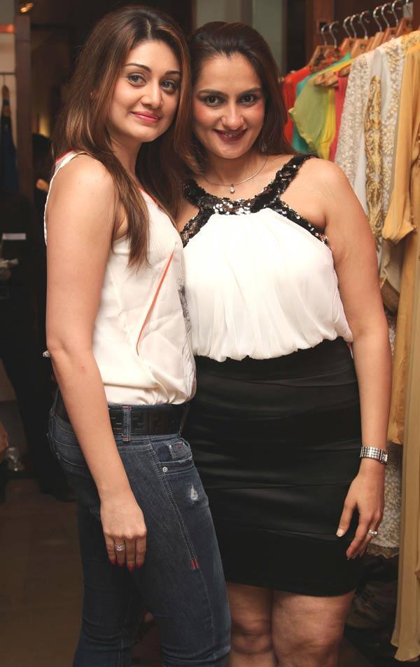 Shefali Jariwala and Amisha Khanna Nice Look at a Fashion Shop