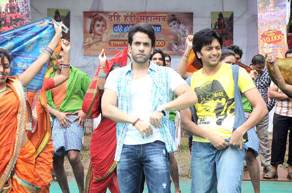 Tusshar and Riteish Crazy Dance On The Sets Of Pavitra Rishta