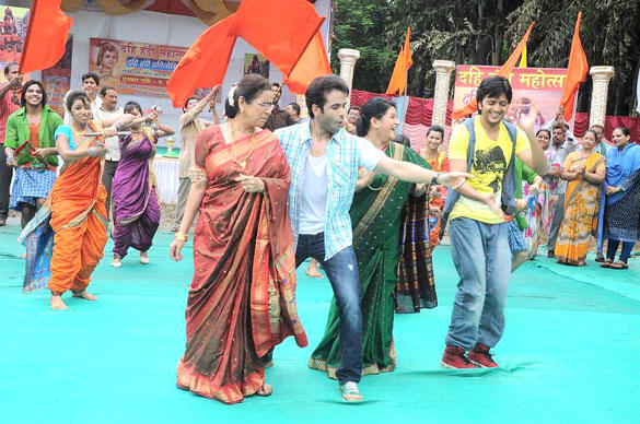 Tusshar and Riteish Dance Crazily With Usha and Savita On The Sets Of Pavitra Rishta