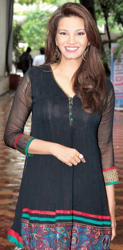 Diana Hayden Goes Desi in A Black Kurti at Bright Advertising's We Love Mumbai Campaign