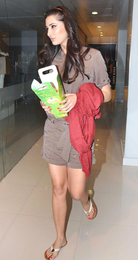 Bollywood Hottie Nargis Fakhri at A Suburban Multiplex