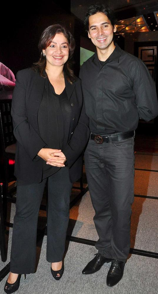 Dino Morea and Pooja Bhatt Poses During Jism 2 Movie Press Conference