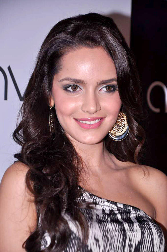 Gorgeous Shazahn Padamsee at Launch of Ave 29