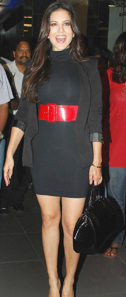 Gorgeous Sunny Leone Snapped at Mumbai Airport