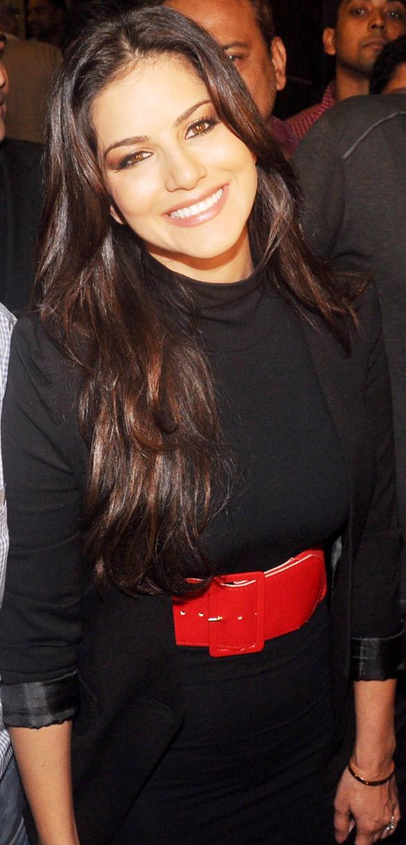 Sex Siren Sunny Leone at Mumbai Airport