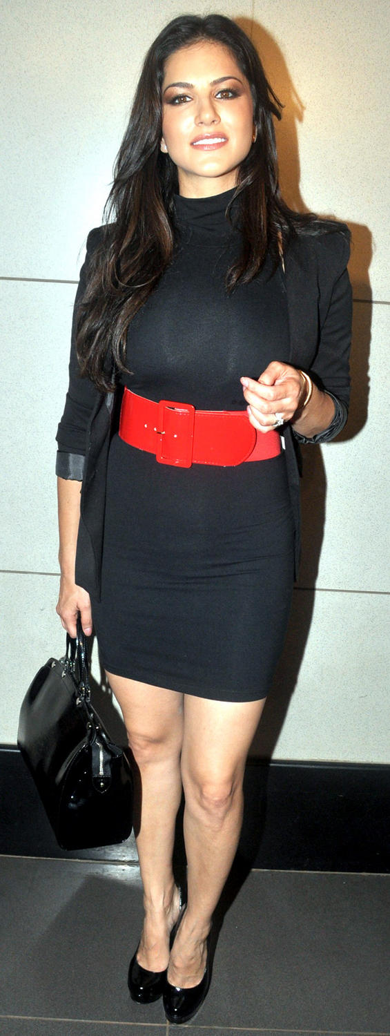Sunny Leone Black Dress Hot Still at Mumbai Airport